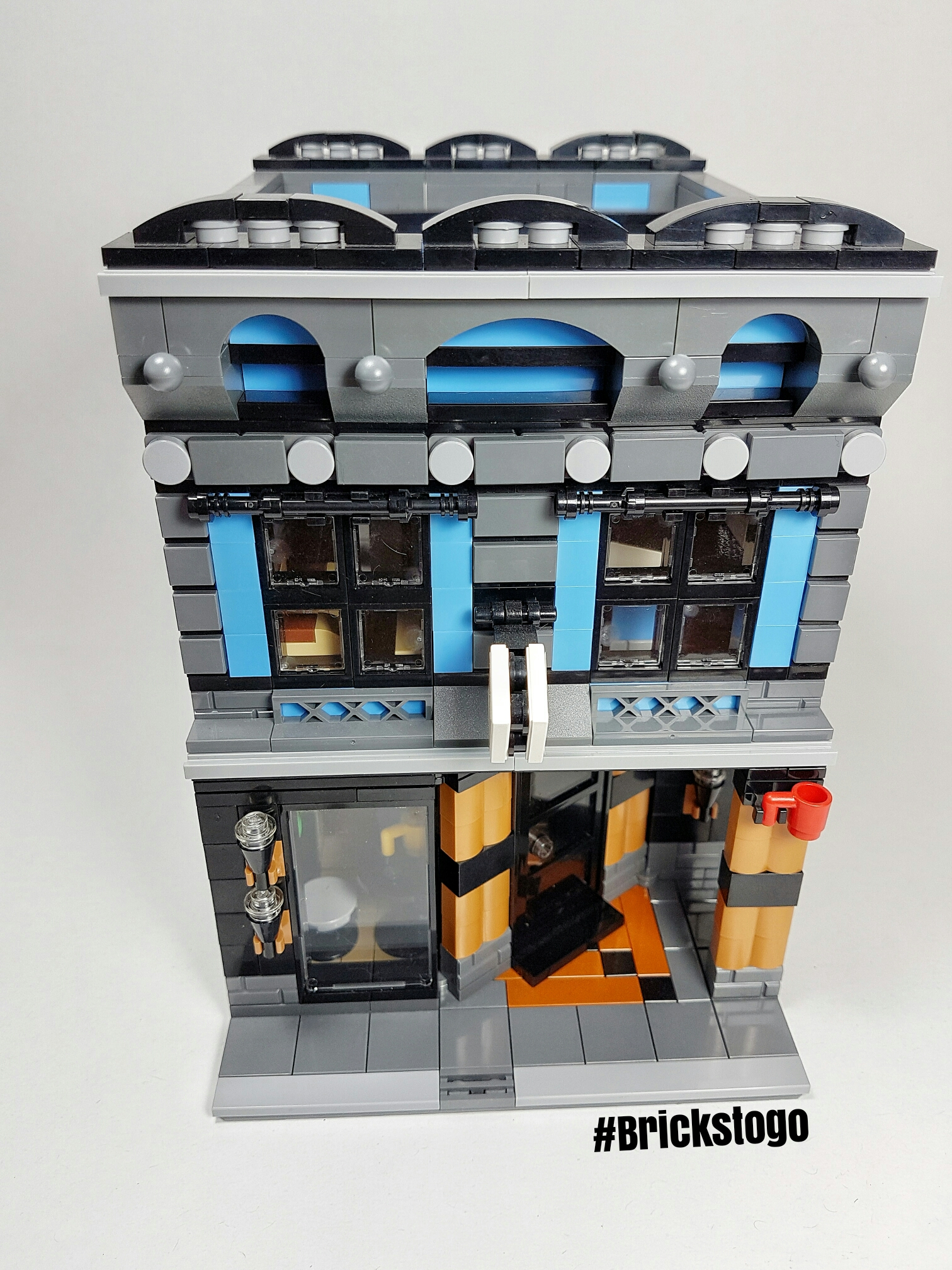 Front view of the Cafe and best Lego book store modular