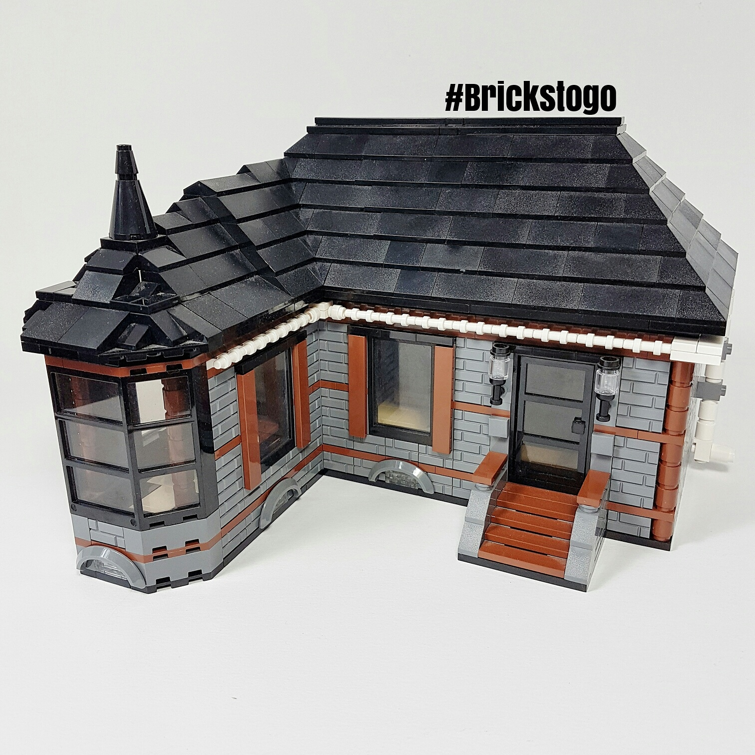 front view of Lego house MOC